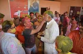 Photos:भाजपा,कांग्रेस ने मनाई होली मचाया धमाल
