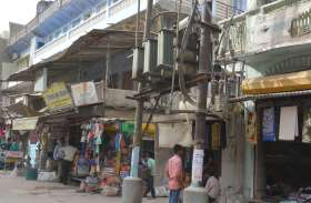 खतरें में चल रही दुकानें, संकट में जान