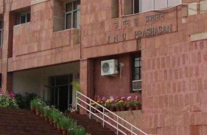 दिल्ली: JNU में लेफ्ट विंग के छात्रों का हंगामा, वीसी के घर में घुसे