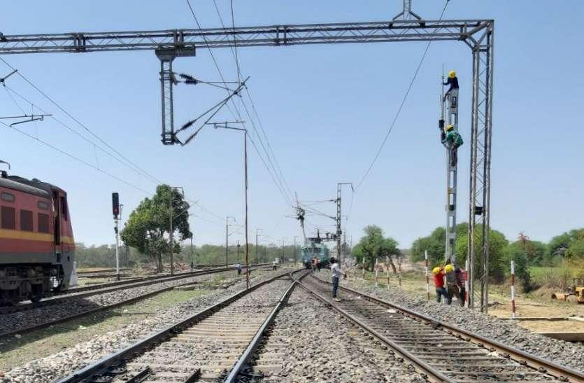 एक रेलवे ट्रैक जहां बिना स्टॉपेज कभी भी रुक जाती है यात्री ट्रेनें