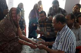 एक्यूप्रेशर व नाड़ी परीक्षण शिविर में 350 रोगियों का उपचार कर दिया परामर्श