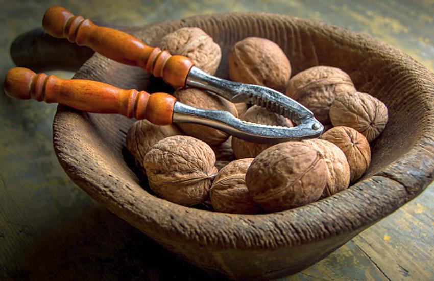 सेहत के लिए फायदेमंद है गुणों से भरपूर अखरोट