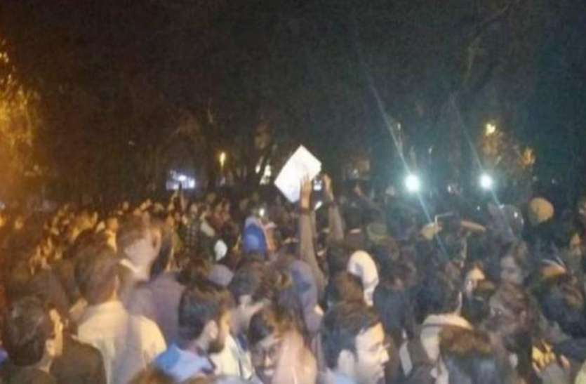 JNU छात्रों का हंगामा: वीसी जगदीश कुमार ने कहा- हिंसक व्यवहार करना जेएनयू के छात्रों से अपेक्षित नहीं