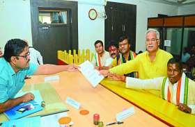 नामांकन के आखिरी दिन शक्ति प्रदर्शन के बीच भाजपा और कांग्रेस के उम्मीदवारों ने दाखिल किया अपना नाम