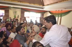 अमृतसर: प्रदेश प्रभारी कैप्टन अभिमन्यु के सामने आपस में भिडे भाजपा कार्यकर्ता