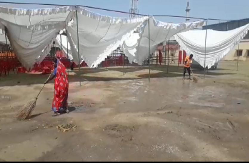 सीएम योगी आदित्यनाथ की सभा से पहले हुई बारिश ने तैयारियों को किया प्रभावित