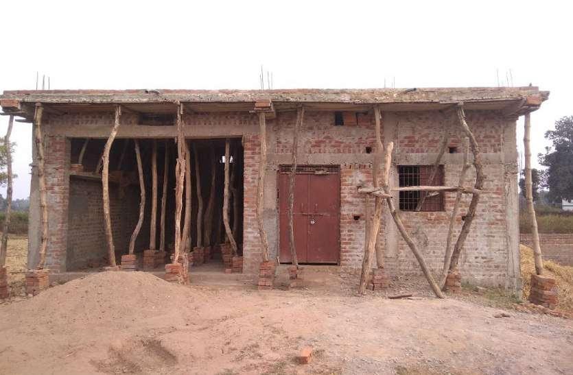 लाखों रुपये मिलने के बाद भी ये लोग नहीं बना रहे आवास, जानिये क्या है वजह