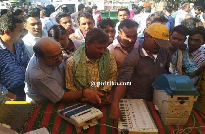 अकुशल श्रमिकों को मतदान की दिलाई शपथ