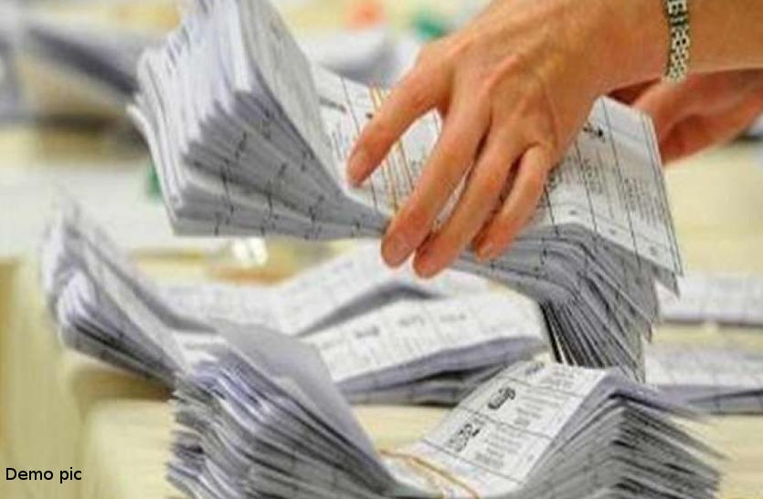 जिला निर्वाचन कार्यालयों में पहुंचे 40 फीसदी पहुंचे बैलेट पेपर