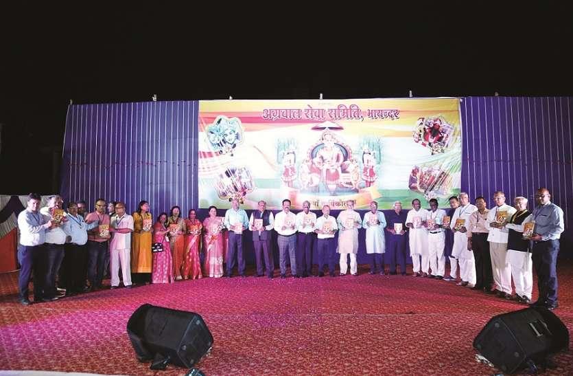शिव तांडव और राक्षसों के वध की झांकी से अभिभूत हुए