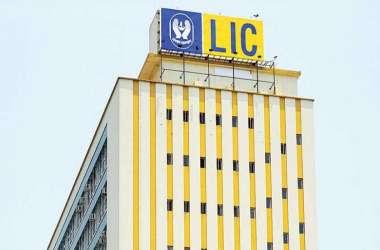 LIC पर भी मंडरा रहा मंदी का संकट, कुछ ही महीने में कंपनी को हुआ करोड़ों का नुकसान