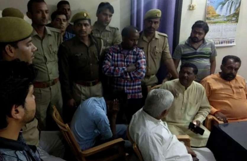 चेकिंग कर रहे पुलिस कर्मी को भाजपा नेता की गाड़ी रोकना पड़ गया भारी, पिटाई के बाद वर्दी फाड़ी, देखें वीडियो