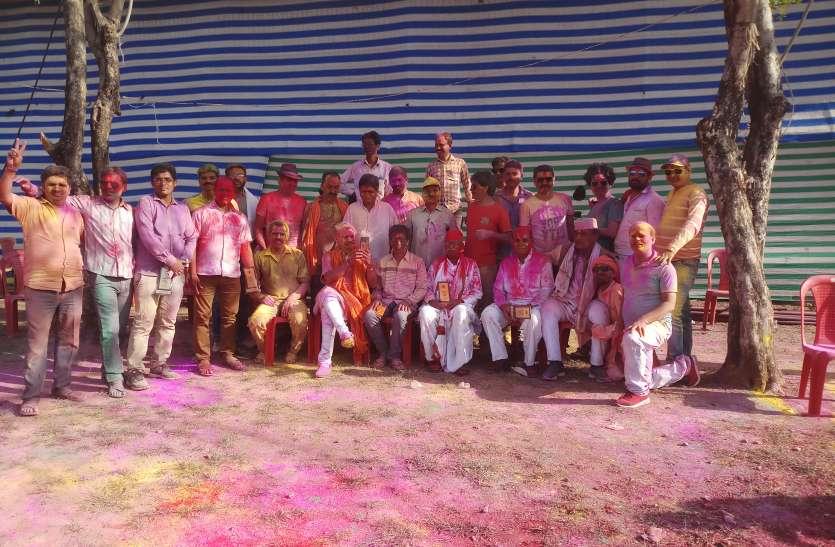 राजपूत समाज के होली मिलन समारोह में खूब उड़े अबीर-गुलाल