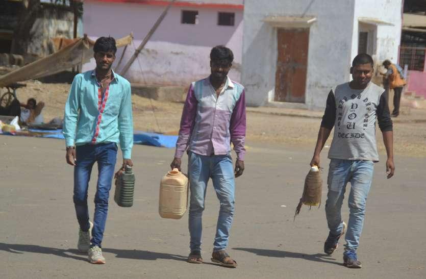 टंकियों पर 30 लाख खर्च और 45 हजार का पानी का ठेका, फिर भी मंडी में पानी के लिए भटक रहे किसान