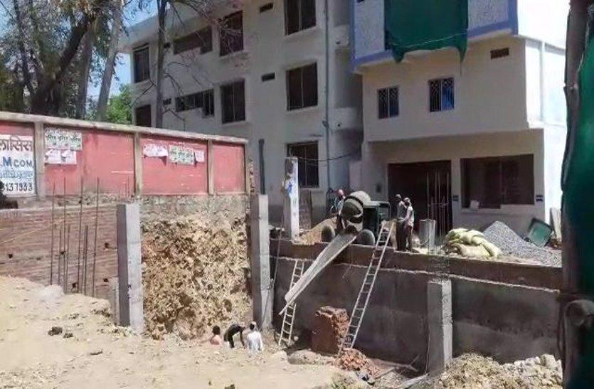 प्रशासन ने अवैध कब्जा होने पर पटवारी को हटाया, लेकिन नहीं रोका अवैध निर्माण