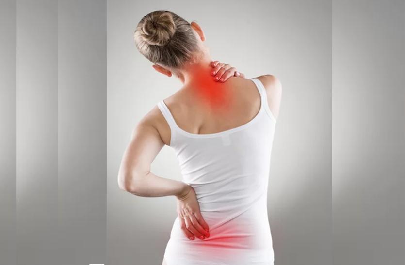 ज्यादा मोबाइल यूज करना भी गर्दन और कमर में दर्द की वजह