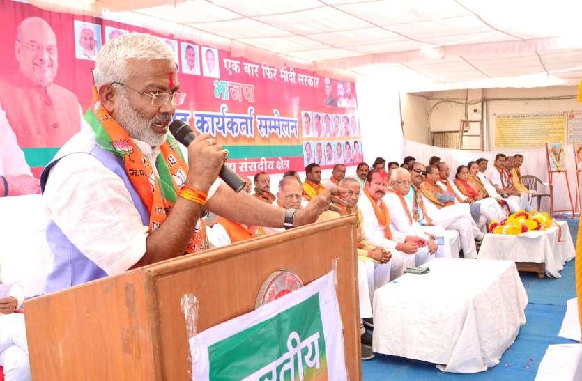 आंतकवाद को खत्म करने वाला और गरीबों को संबल देने वाला है मोदी-  मंत्री स्वतंत्र देव सिंह
