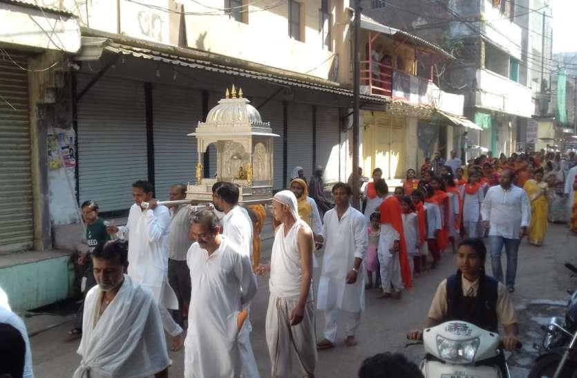 भगवान आदिनाथ जयंती पर महामस्तकाभिषेक कर निकाली शोभायात्रा