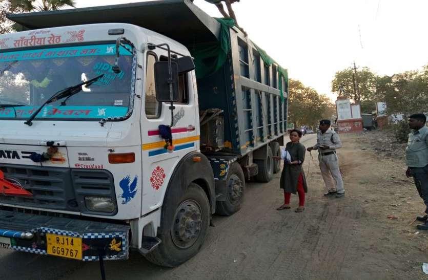 अवैध रेत परिवहन कर रहे ट्रक-डंपर पर कार्रवाई
