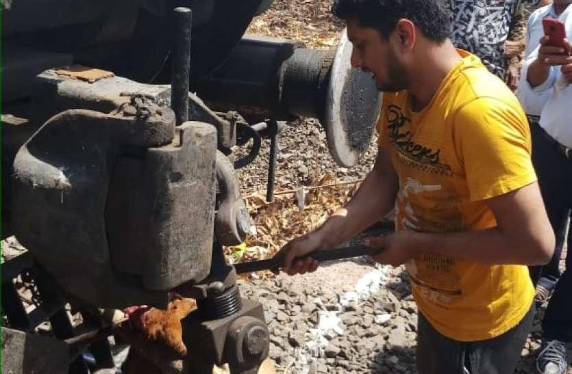 भुसावल से नागपुर ट्रेन में फंसी गाय, मौत