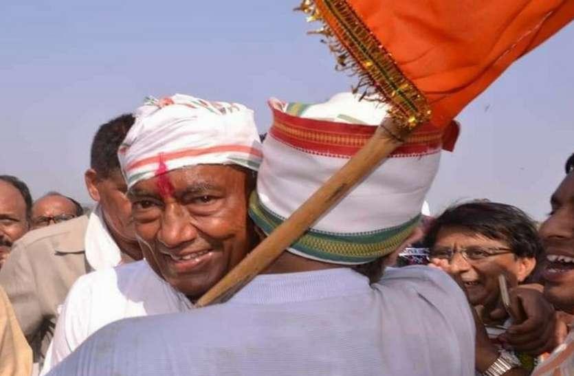 चुनाव मैदान में उतरे दिग्विजय सिंह, हरिहर मठ में पूजन कर संतों का लिया आशीर्वाद
