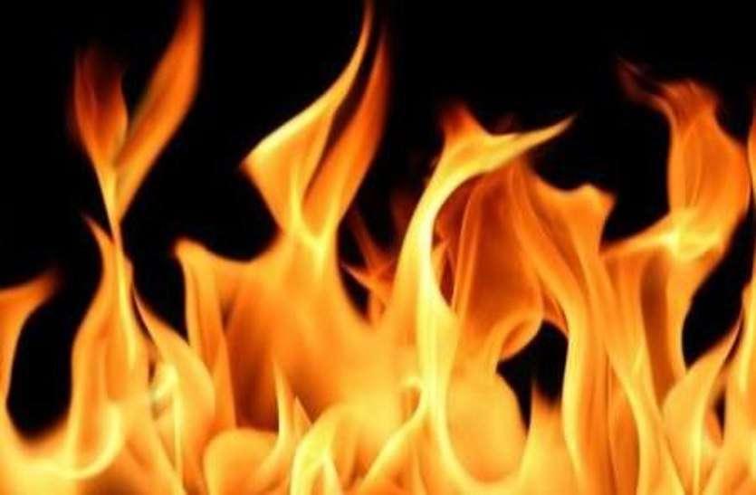 शार्ट सर्किट से खेत में लगी आग, हजारों रुपए की गेहूँ फसल जलकर राख