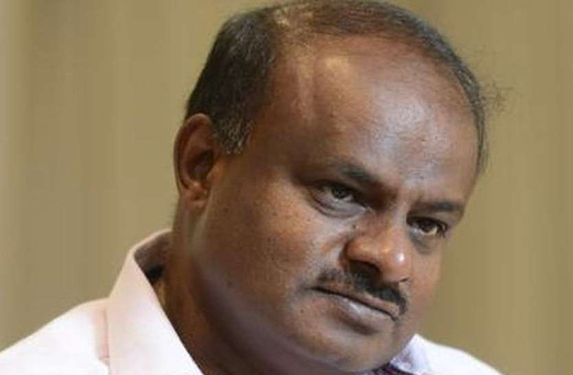 मुख्यमंत्री के समर्थक कैब चालक ने पहले ही बता दिया था आयकर विभाग की कार्रवाई के बारे में