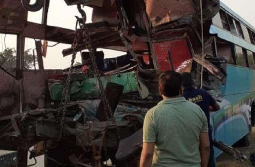 Yamuna Expressway: बस-ट्रक की भिड़ंत में 8 यात्रियों की मौत, 30 घायल, देखें वीडियो