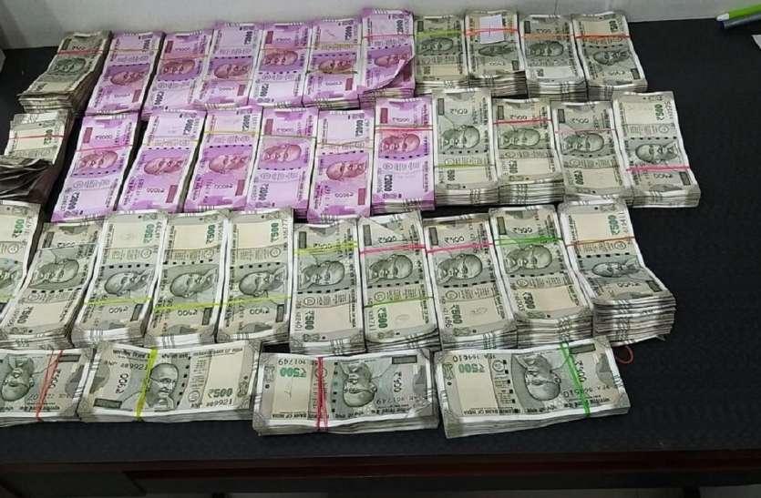 बड़ाबाजार से ३५ लाख रुपए के साथ १ जने गिरफ्तार