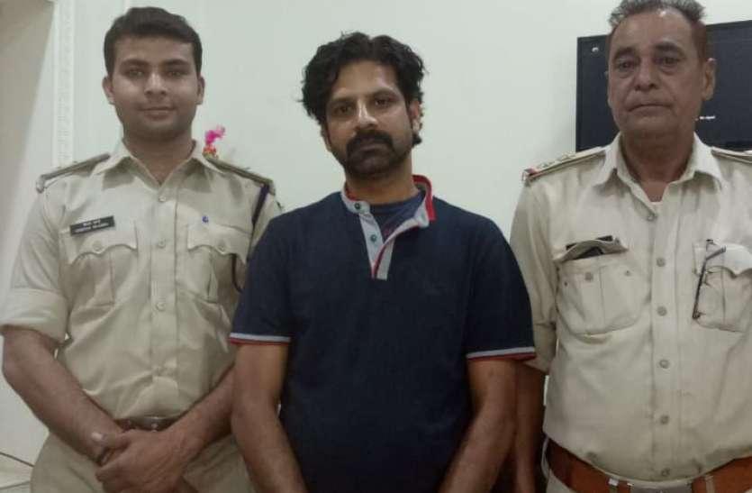 गजब का वारंटी, पुलिस पहुंची तो परिजन पैरों से लिपट गए