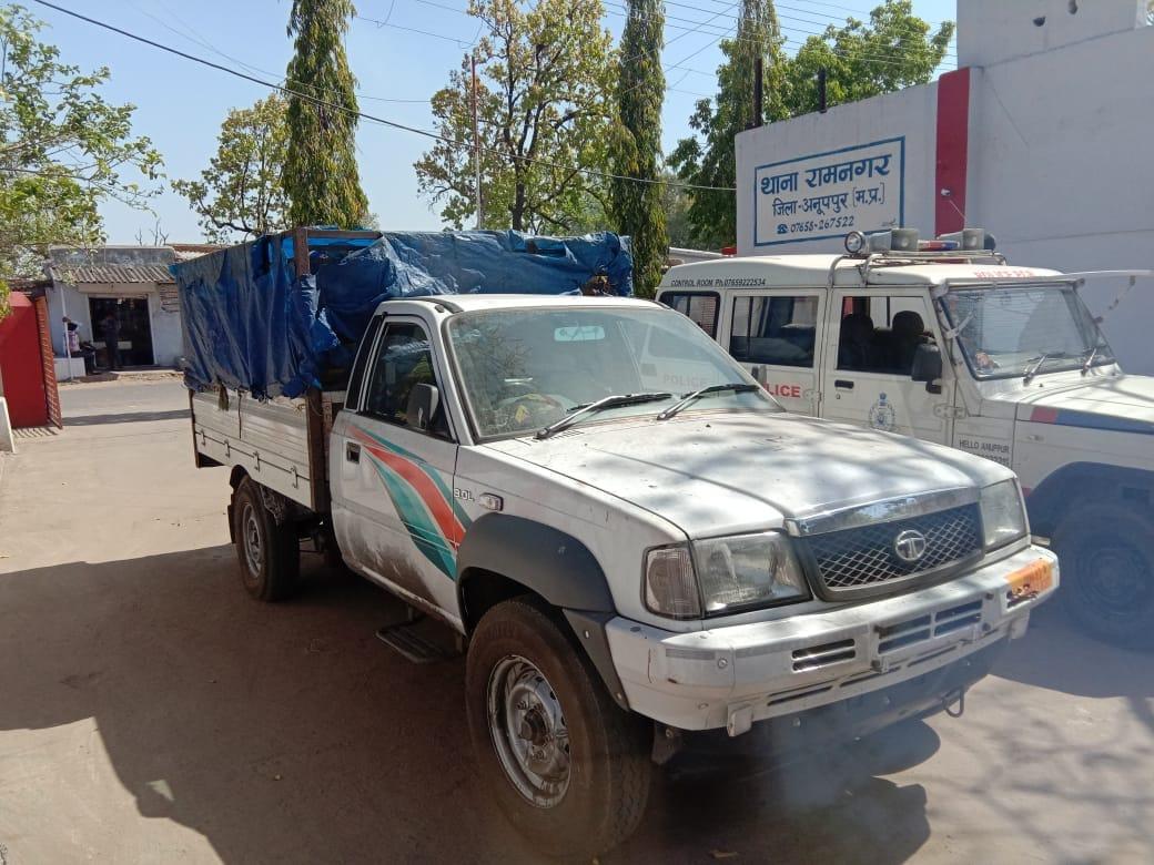 कोल माफियों की चोरी पर पुलिस का शिकंजा, कोयले से लदी मालवाहक वाहन जब्त