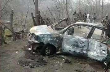 Photos: जम्मू-कश्मीर में CRPF काफिले के पास हमला, धमाके के बाद हाईवे पर ऐसा था मंजर