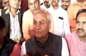 योगी के मंत्री के विवादित बोल, गांधी परिवार पर किया बड़ा हमला, देखें वीडियो