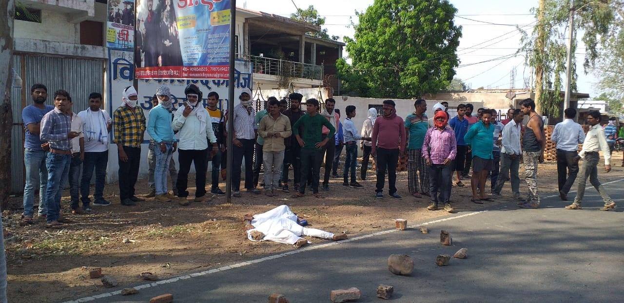 अनियंत्रित ट्रक ने डीएड की छात्रा को कुचला, मौत