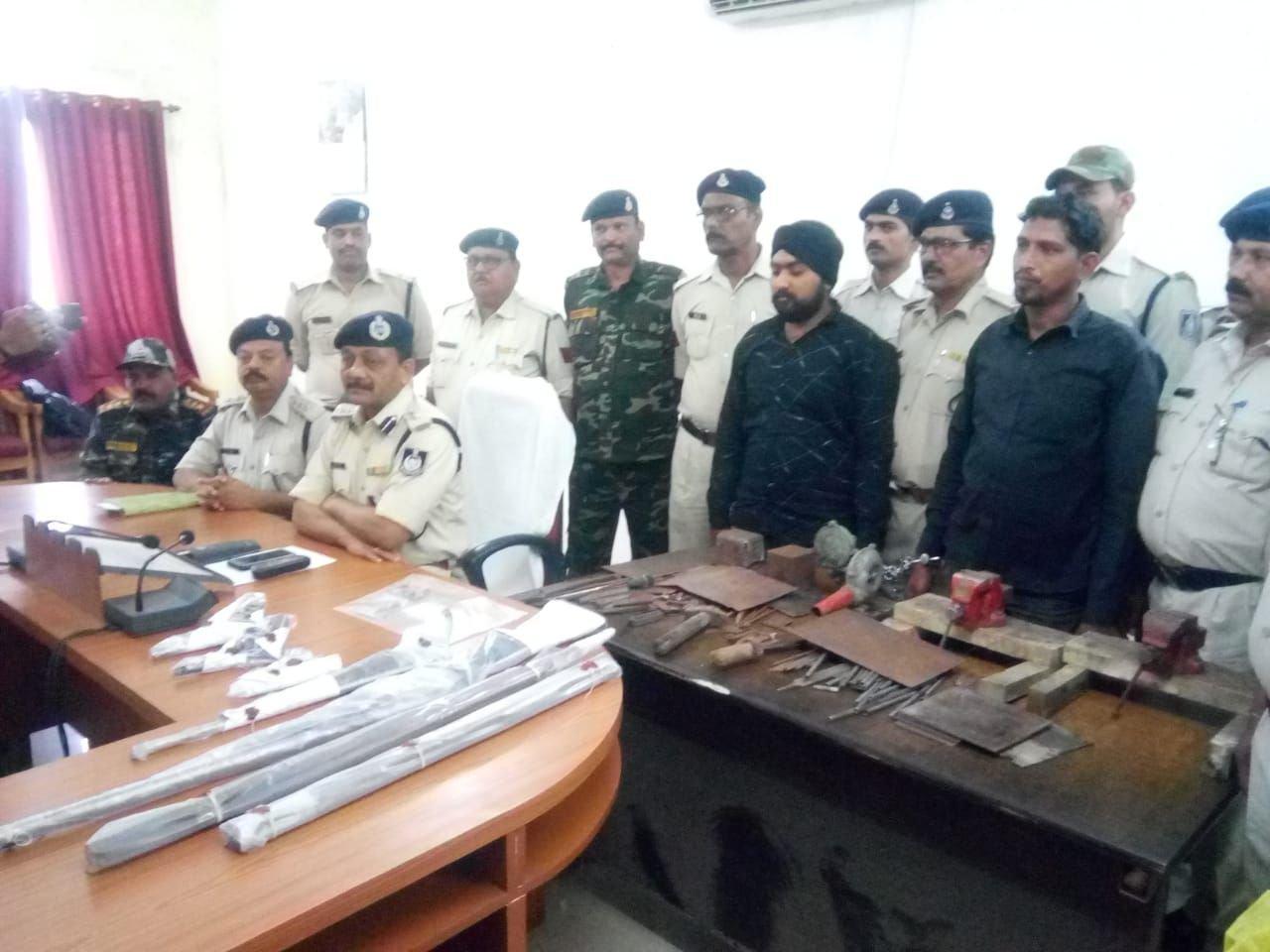 पुलिस ने पकड़ी अवैध हथियारों की फैक्ट्री