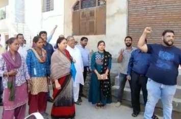 रिहायशी इलाके में मंदिर के पास खोल दिया शराब का ठेका