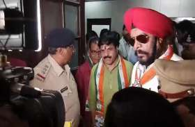 प्रमोद दुबे पहुंचे अपना नामांकन दाखिल करने, साथ नजर आए कांग्रेस के बड़े नेता