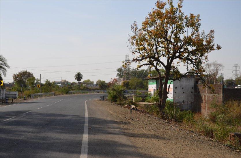अंधे मोड़ों पर सड़क दुर्घटनाओं में लोगों की जा रही जानें