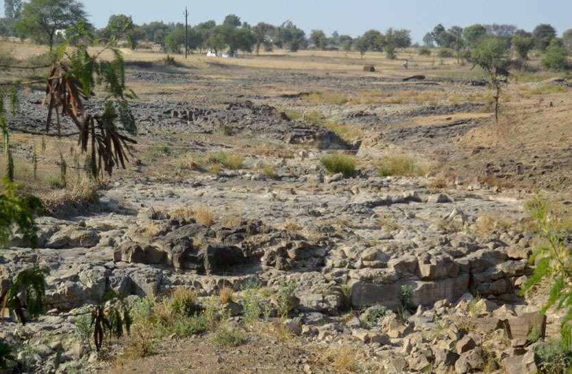 112 नदी-नाले और 1952 सावर्जनिक कुए, हकीकत: 105 नदियों और 92 फीसदी कुओं में नहीं एक बूंद भी पानी