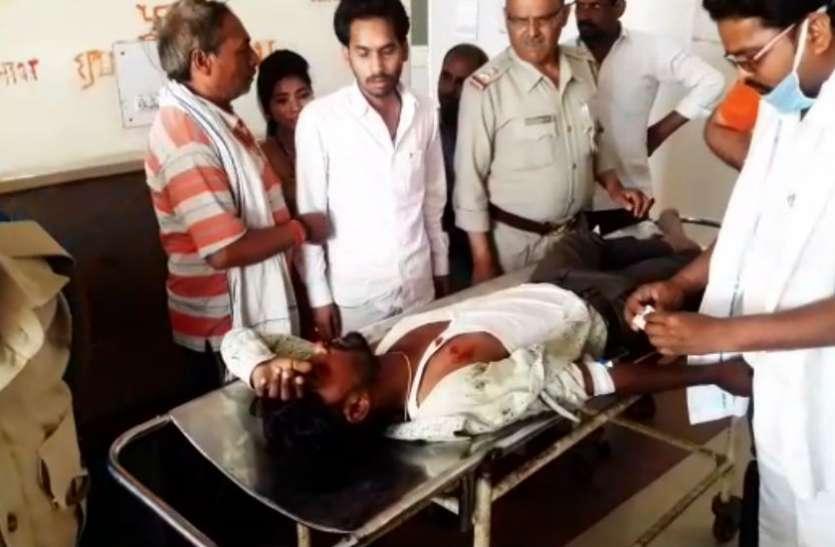 लोकसभा चुनाव से पहले बदमाशों ने पत्नी के साथ जा रहे पति को मारी गोली, देखें वीडियो