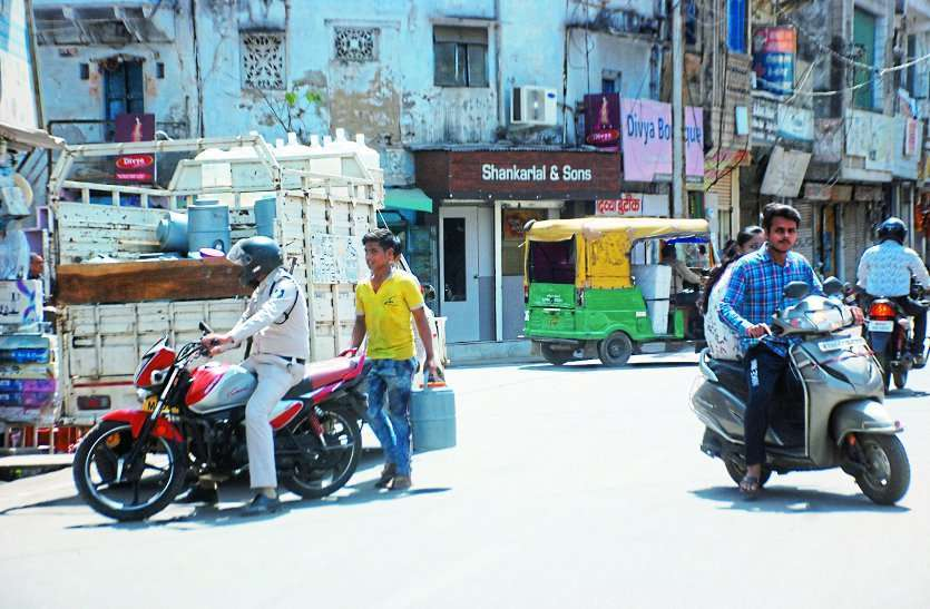 police gwalior not following traffic rules