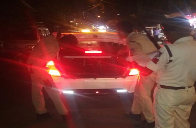बदमाशों पर शिकंजा कसने आधी रात सड़क पर उतरे पुलिस अधिकरी