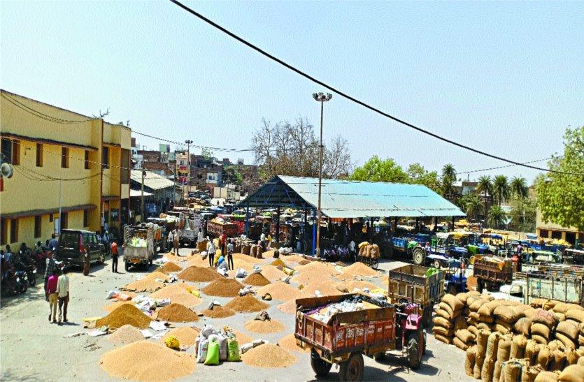 केंद्रों पर खरीदी बन रही किसानों के गले की फांस
