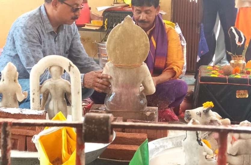 मॉ अन्नपूर्णा मंदिर में मॉ अन्नपूर्णा की प्रतिमा स्थापित