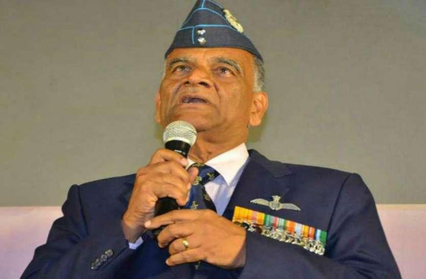 विंग कमांडर अभिनंदन के पिता का बयान, बालाकोट एयरस्ट्राइक में मारे गए होंगे 250-300 आतंकी