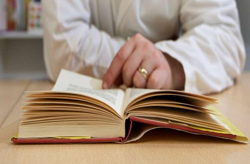 पोती को पढ़ा रही थी दादी तभी उसकी किताब में मिली ऐसी चीज, रातों-रात बन गई करोड़ों की मालिक
