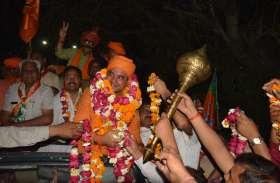 अलवर में भाजपा प्रत्याशी महंत बालकनाथ ने शुरु किया चुनावी प्रचार, पहले दिन 85 किलोमीटर तक किया जनसंपर्क, त्रिपोलिया मंदिर में किए दर्शन
