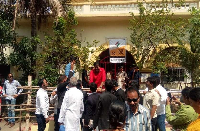 कांग्रेस का शक्ति प्रदर्शन, जीत के दावे के साथ प्रमोद दुबे का रायपुर से नामांकन