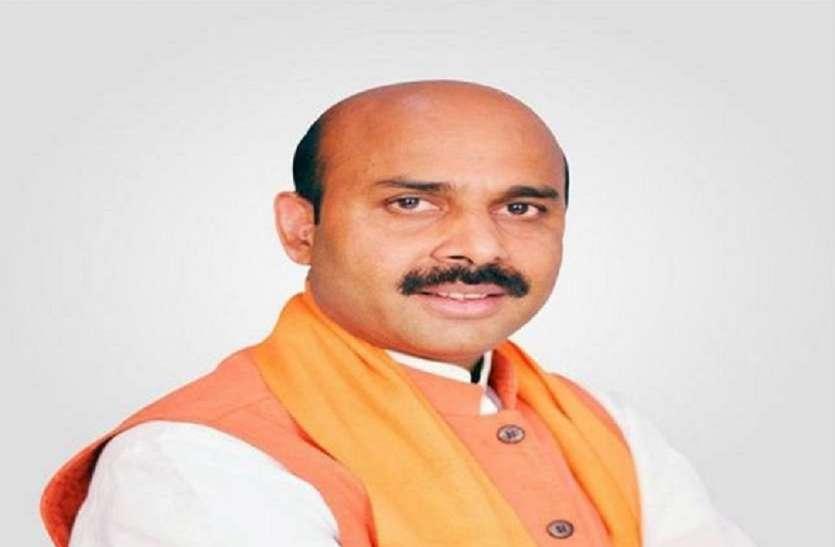 बीजेपी सांसद ने सपा-बसपा गठबंधन कैंडिडेट पर साधा निशाना, कहा- इन्हें वोट मांगने से पहले मांगना पड़ रहा माफी
