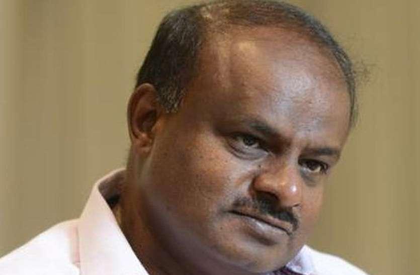 चुनाव आयोग के अधिकारियों ने रोका मुख्यमंत्री का काफिला